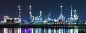 Site industriel de nuit